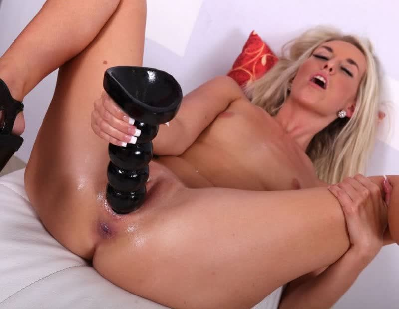 Hunk is giving chick a lusty cumhole loving act
